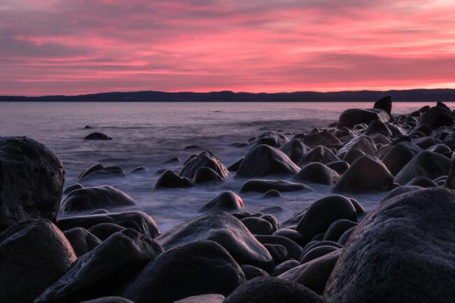 Pebble beach in sunset, Mølen