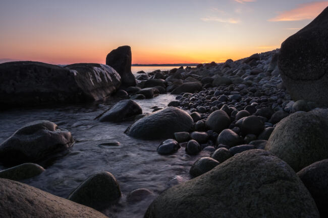 Pebble beach in sunset, Mølen