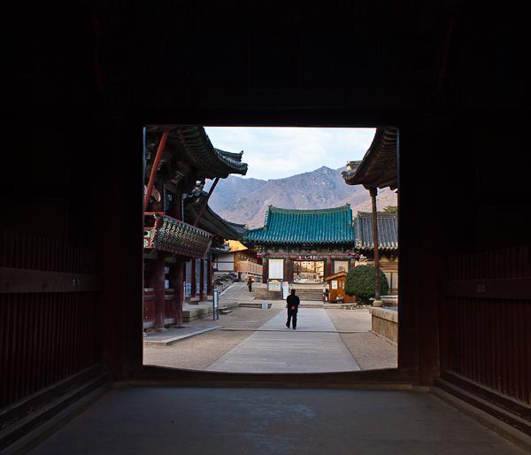 An early morning visit to Tongdo-sa temple, Korea